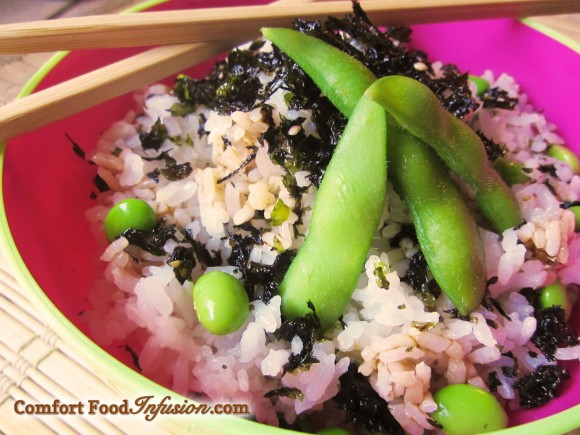 Rice topped with seaweed and edamame.